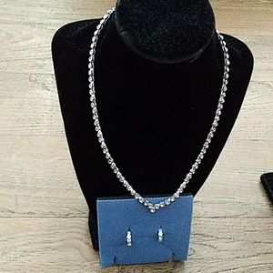 Avon Crystal V shape necklace and hoop earrings se